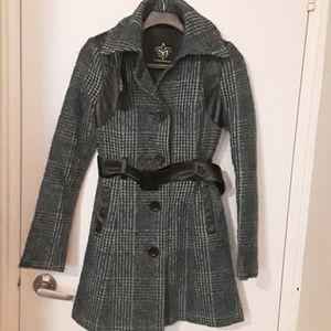 Unique good condition- wool blend Mackage coat